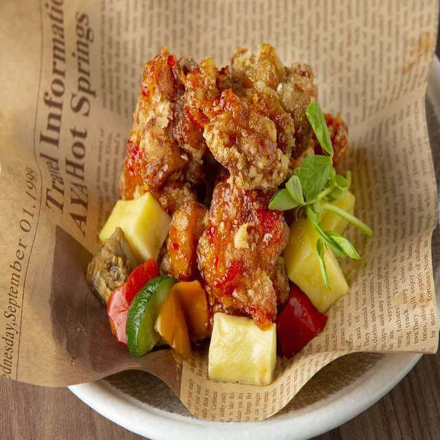 鶏のジューシーフライドチキン ~彩り野菜とスイートチリソース~