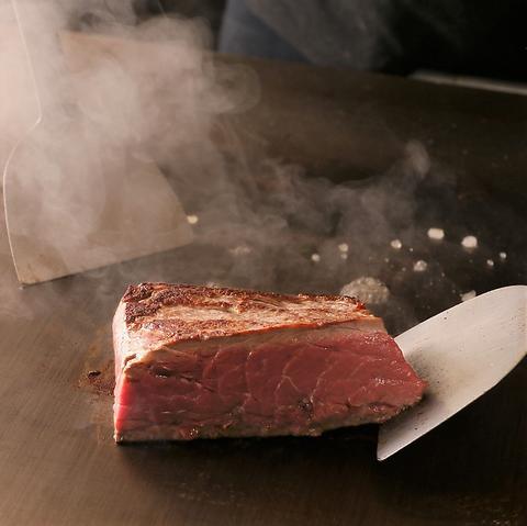 牛ヒレ肉とフォアグラの鉄板焼き~トリュフ香る赤ワインとオニオンのソース~