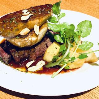 牛ヒレ肉とフォアグラの鉄板焼き~トリュフ香るマデラ酒とレッドオニオンのソース~