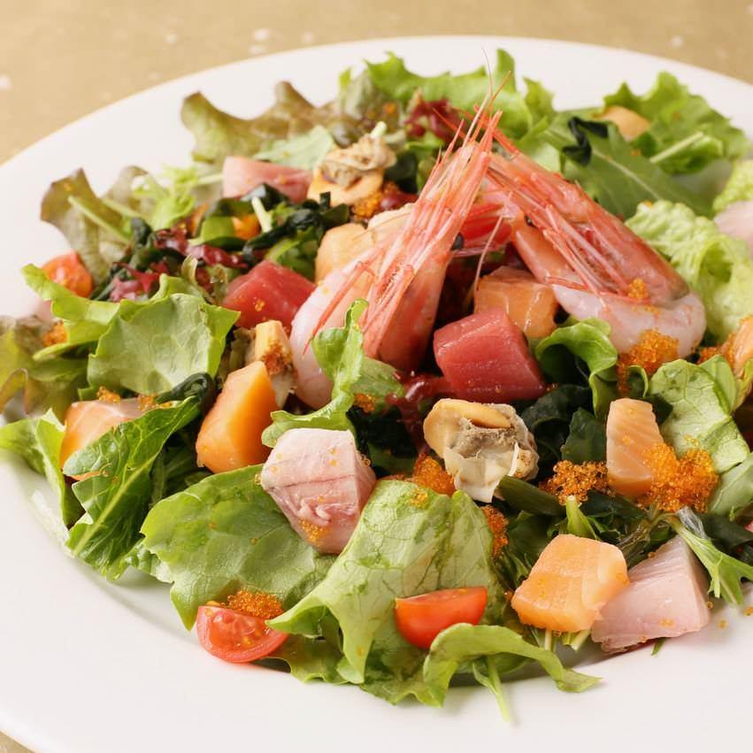 海鮮盛り沢山の竜宮城プレートサラダ