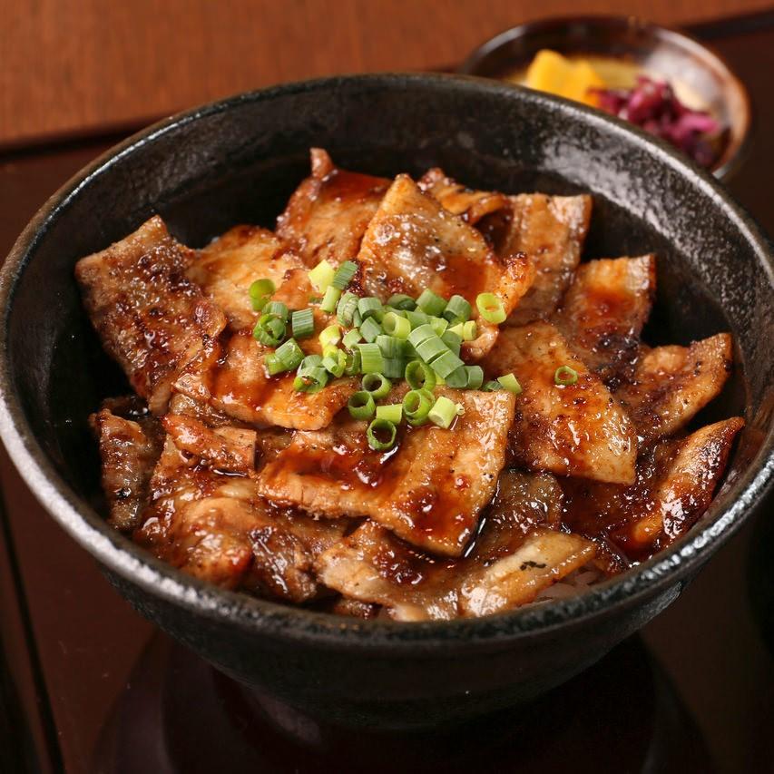 名代炭焼き豚カルビ丼
