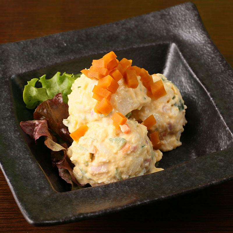 桜島大根とベーコンときのこのぽてたまサラダ/かりかりじゃこと水菜の梅紫蘇サラダ