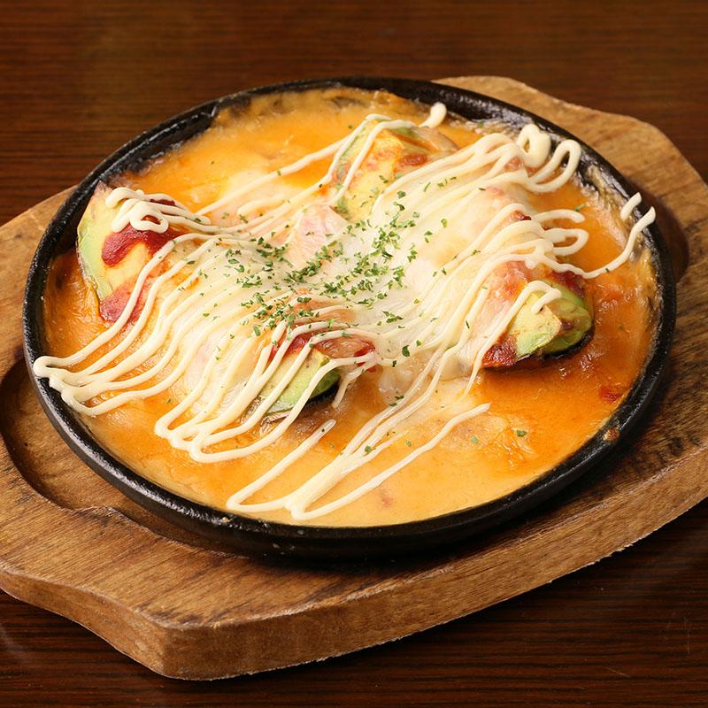 アボカドとベーコンのモッツァレラチーズグラタン