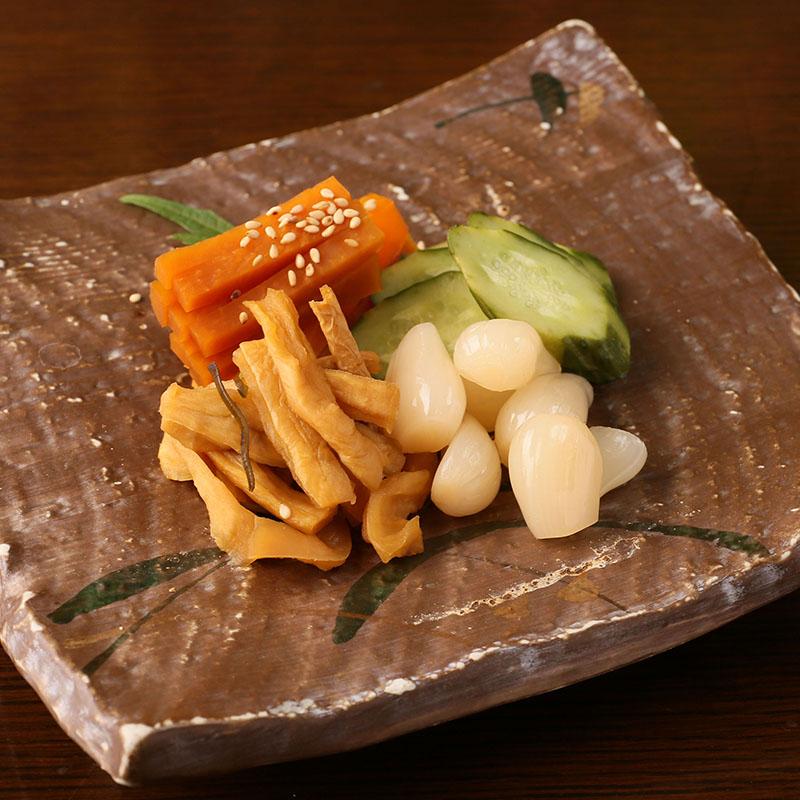 ガツと胡瓜の辛味噌和え/お漬物盛り合わせ