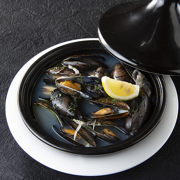 Steamed mussels in spanish white wine