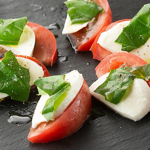 モッツァレラとフレッシュトマトのカプレーゼ