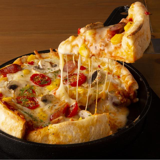 とろけるチーズの鉄板シカゴピザ