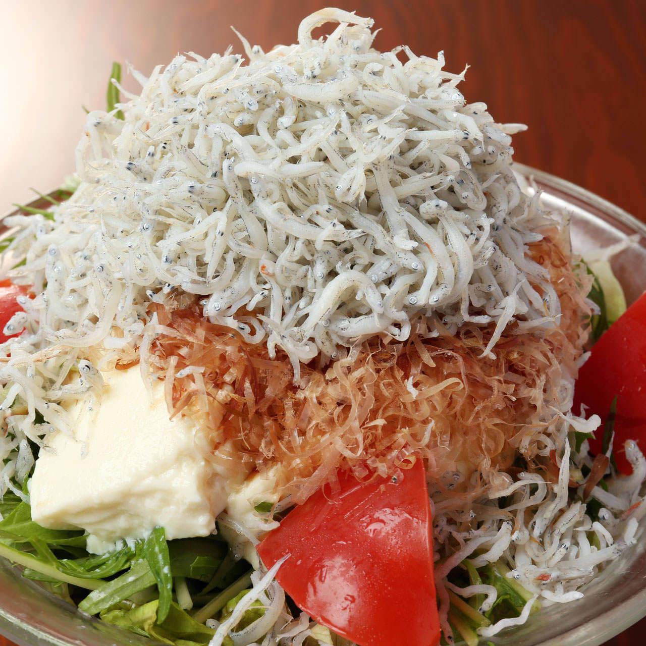 篠島産しらすと豆腐のでら盛りサラダ
