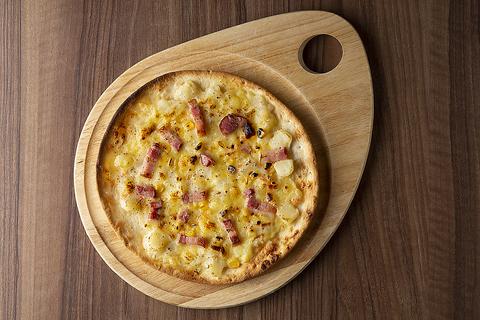 ベーコン&ポテトのジャーマンピザ