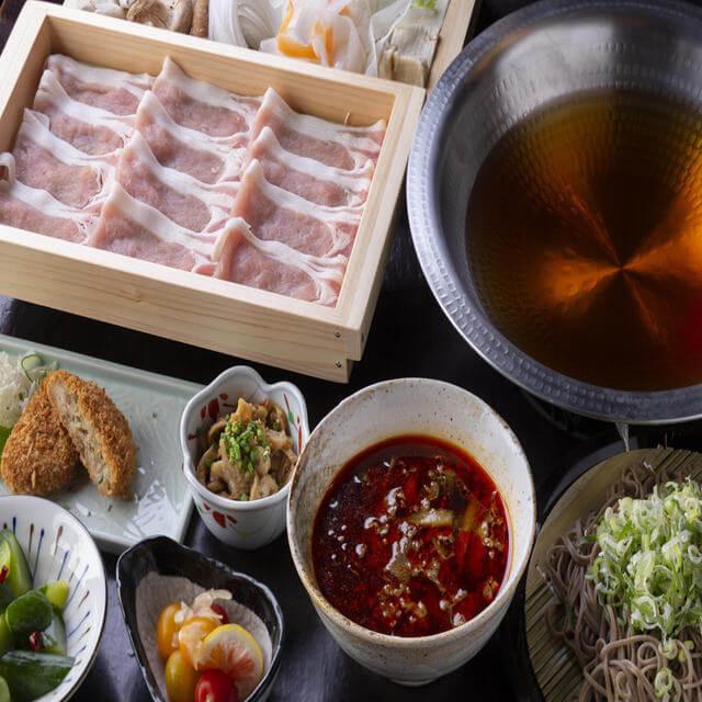 国産豚のしゃぶしゃぶ(和風醤油出汁・シビ辛麻辣スープ・豚骨スープ)